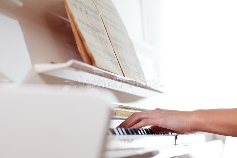fortepianowy bawić się zdjęcia stock