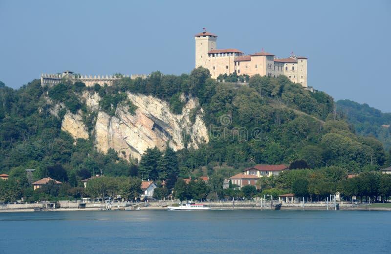 Forteresse de Boromea sur le lac Maggiore image libre de droits