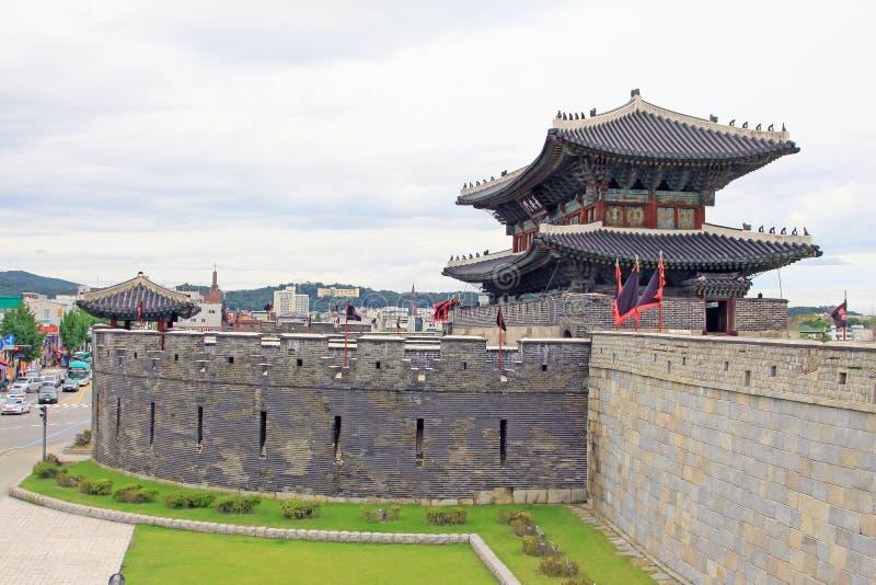 Forteresse de Hwaseong d'†de sites de patrimoine mondial de l'UNESCO de la Corée «et ville de Suwon photos libres de droits