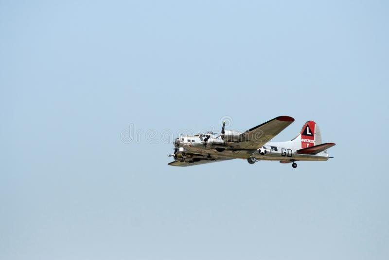 Forteresse du vol B-17 sur Sunny Day images libres de droits