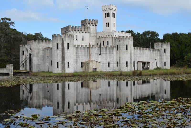 Forteresse impressionnante de château de Newman's dans Bellville le Texas Etats-Unis avec le pont et la tour d'aspiration de fo photographie stock libre de droits