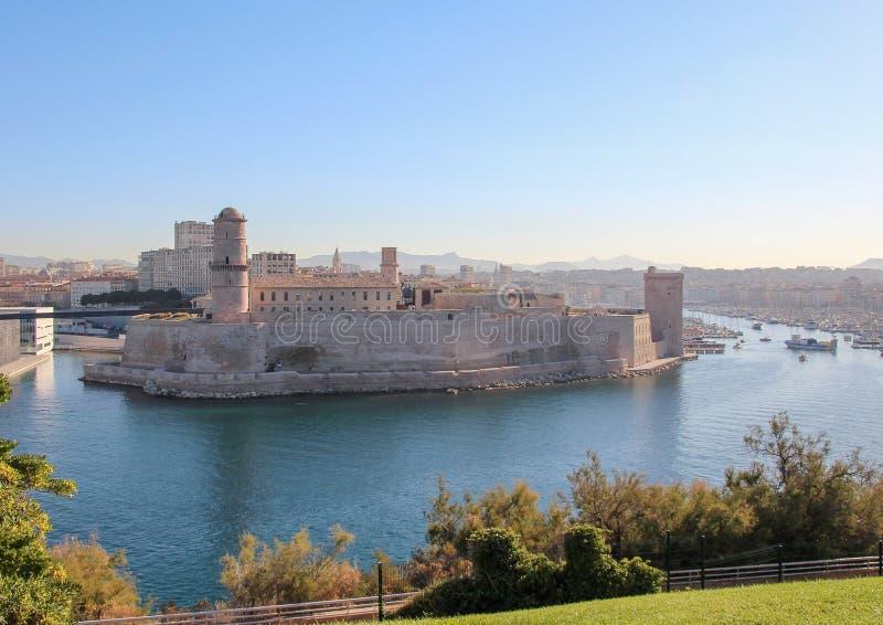 Fortezza al vecchio porto della luce di Marsiglia di mattina fotografia stock