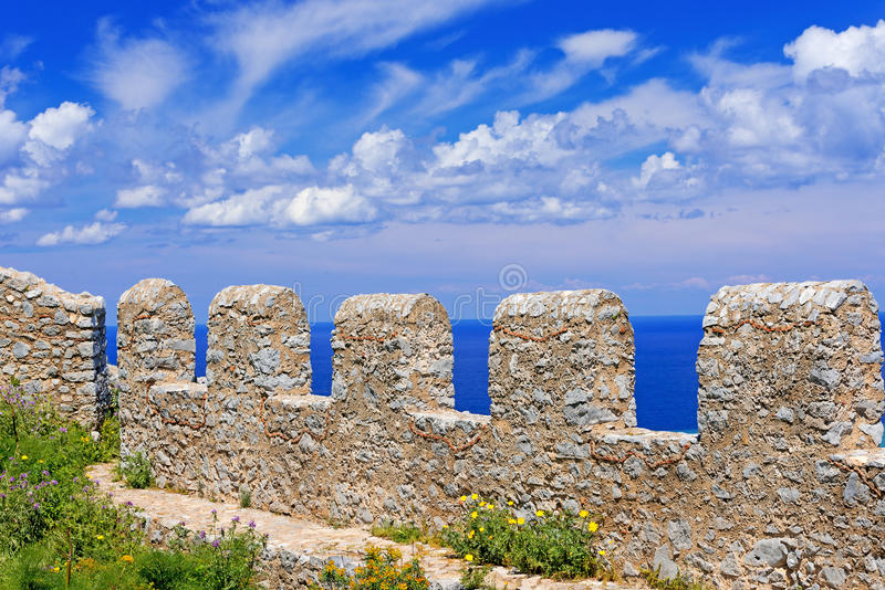 Fortezza antica sulla montagna nella città di Cefalu sull'isola della Sicilia immagini stock