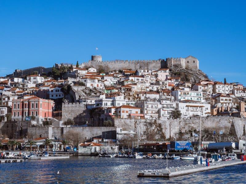 Fortezza del porto di Kavala e di Kavala, piccolo colpo greco della città immagini stock