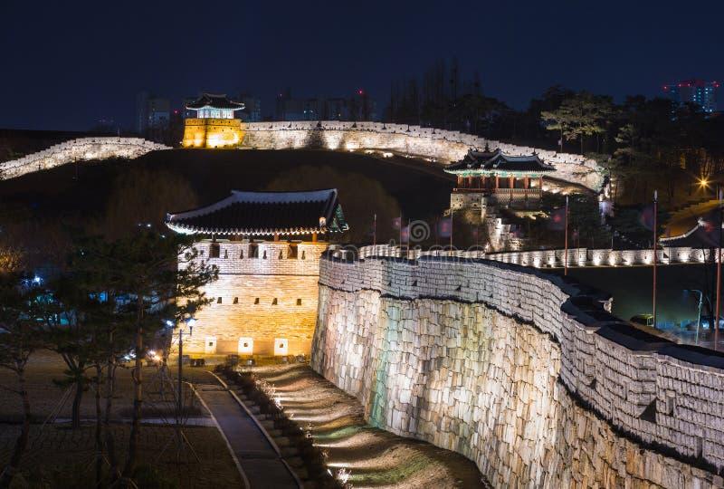Fortezza di Hwaseong, architettura tradizionale della Corea a Suwon, S immagini stock