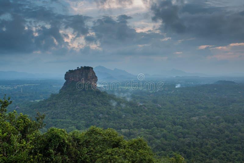 Fortezza di Sigiriya Lion Rock, vista da Pidurangala, Sri Lanka immagine stock libera da diritti