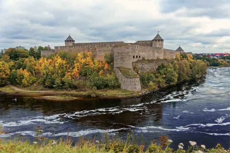 Fortezza russa Ivangorod di medio evo vicino a St Petersburg fotografia stock