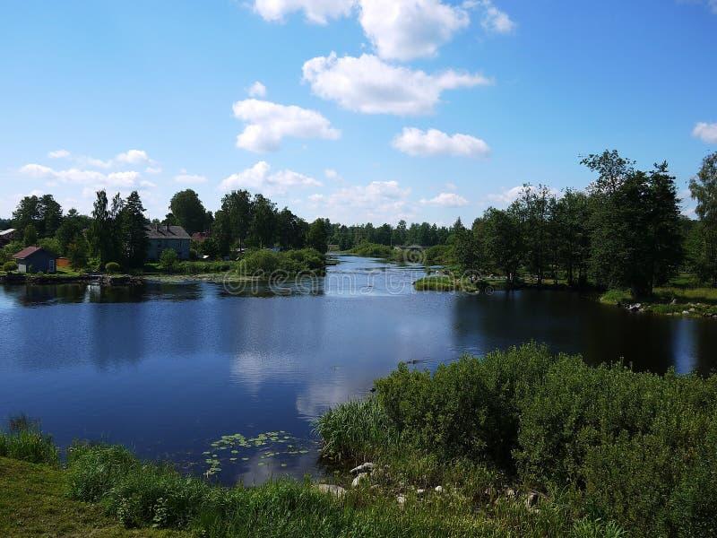 Fortezza sul lago, in tempo soleggiato immagini stock libere da diritti