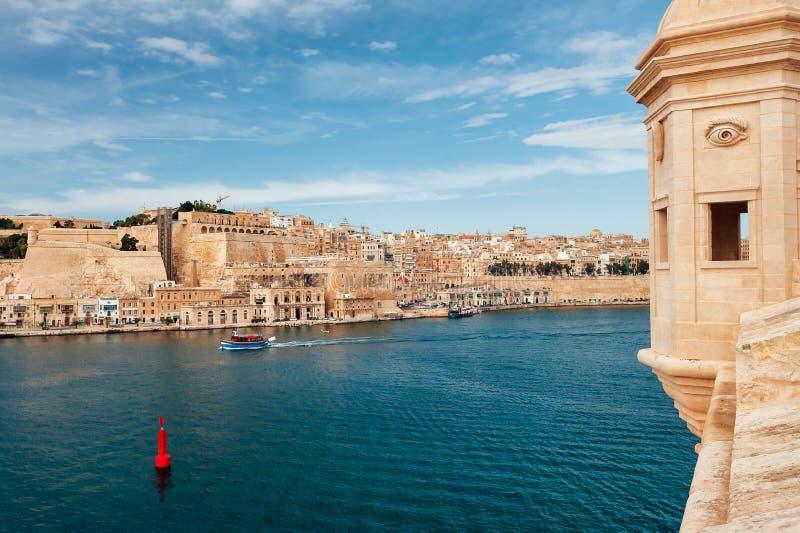 Fortificações de Valletta no grande porto foto de stock royalty free