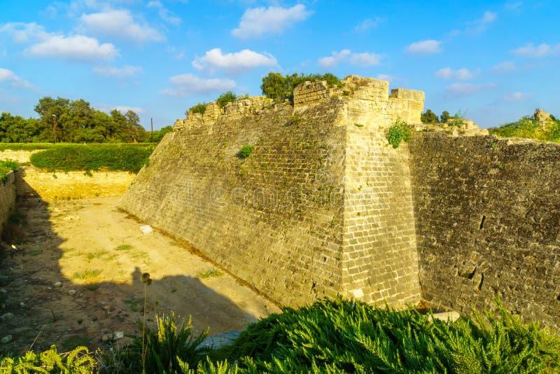 Fortificações do cruzado, no parque nacional de Caesarea foto de stock