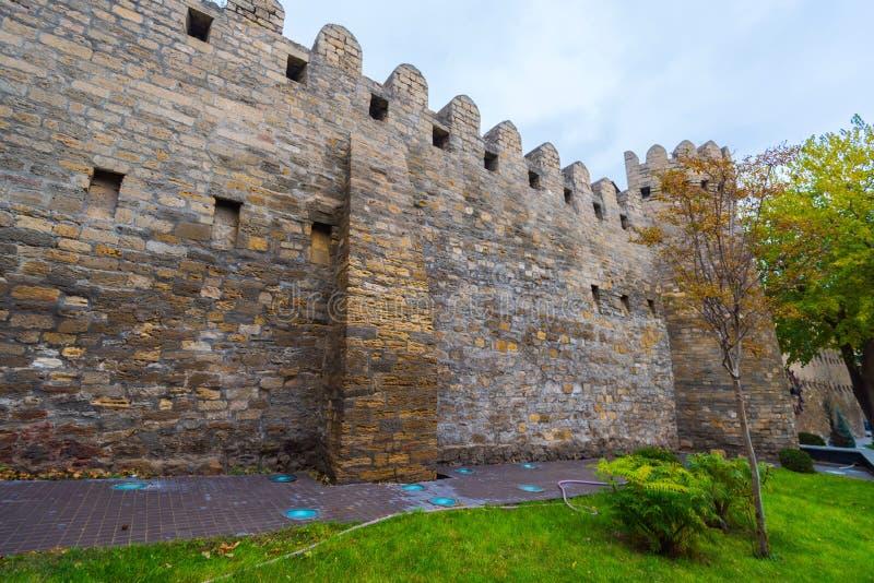 Fortification antique dans la ville de Bakou photographie stock