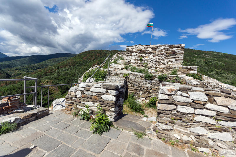 Fortification médiévale de forteresse du ` s d'Asen, Asenovgrad, Bulgarie photos libres de droits