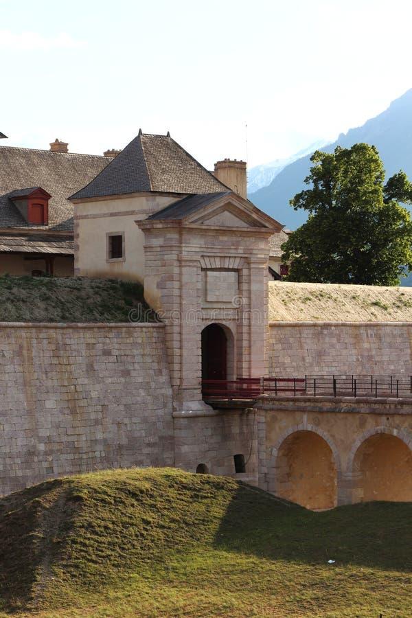 Fortificazione dell'entrata del Mont-delfino, Hautes-Alpes, Francia fotografie stock libere da diritti