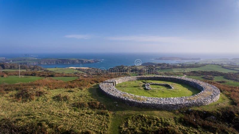 Fortificazione della pietra di Knockdrum Sughero della contea, Irlanda immagine stock libera da diritti