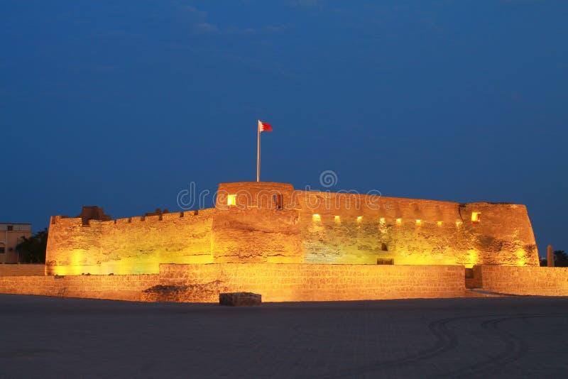 Fortificazione di Arad a Manama Bahrain alla notte immagini stock libere da diritti