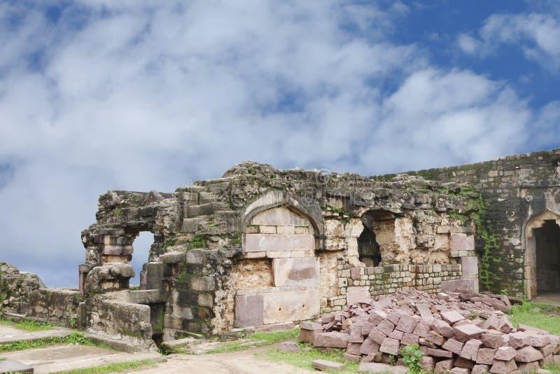 Fortificazione di Madan Mahal di rovine, Jubbulpore, India fotografia stock libera da diritti