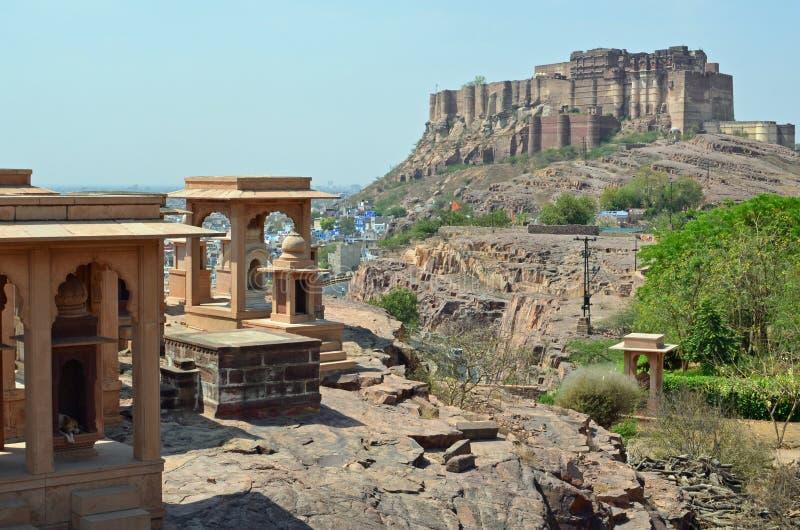 Fortificazione di Mehrangarh dal memoriale di Jaswant Thanda con  immagini stock