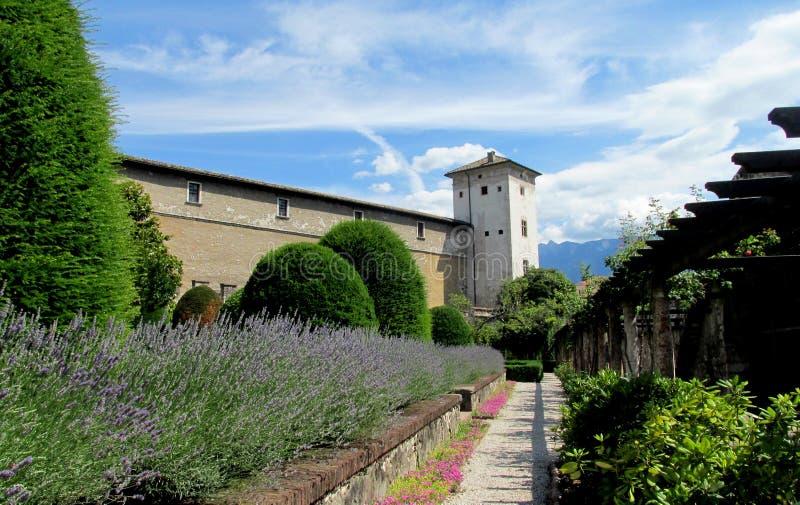Fortifichi la parete ed elevi in Trento, Italia immagine stock libera da diritti