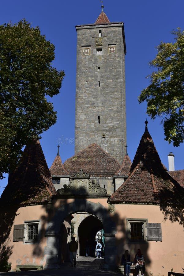 Fortifichi la torre del portone nel der Tauber, Germania del ob di Rothenburg immagine stock