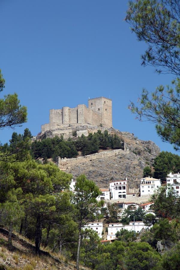 Fortifichi, Segura de la Sierra il villaggio, Jaen, Spagna immagine stock