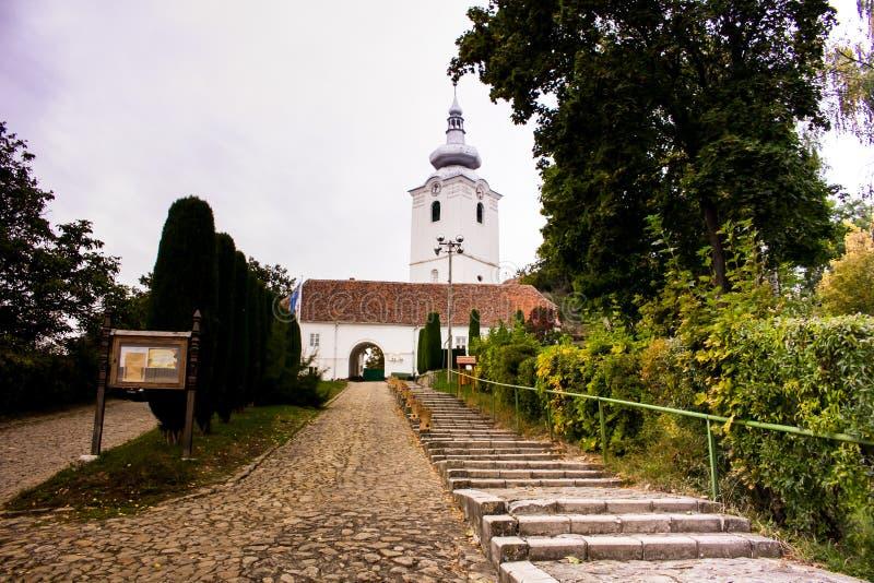 Fortified omdanade slottkyrkan i Sfantu Gheorghe royaltyfri fotografi