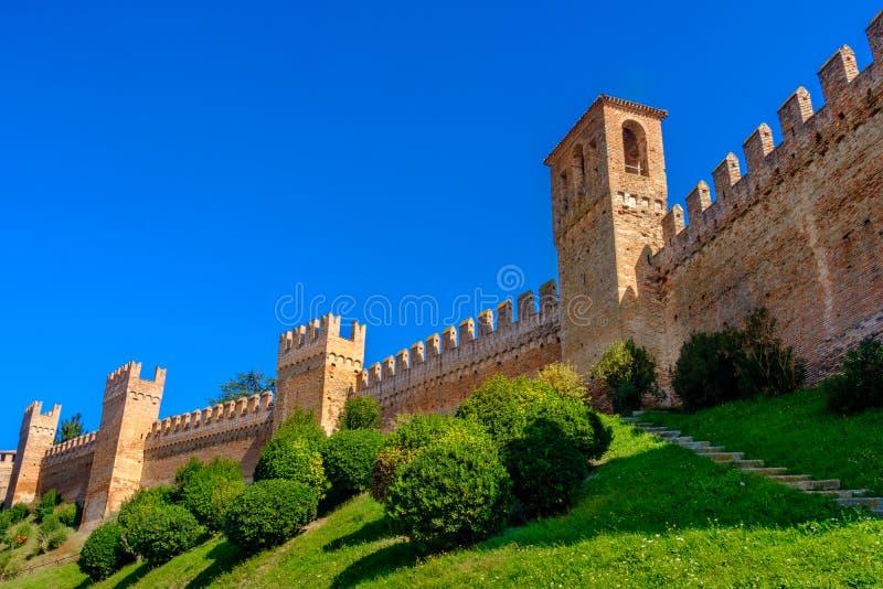 Fortifique o copyspace do fundo das paredes - Gradara - Pesaro - Itália fotografia de stock royalty free
