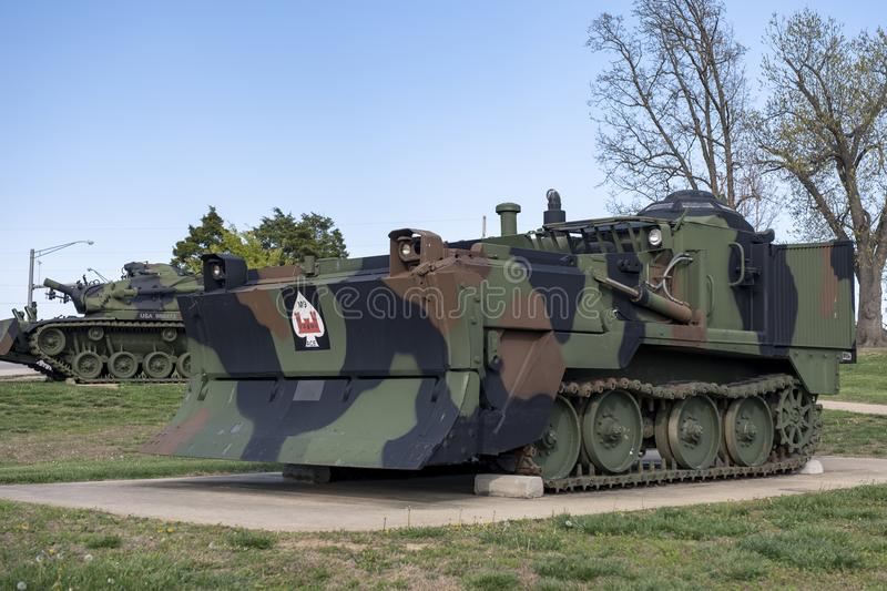 FORTleonard HOUT, 29 MO-APRIL, 2018: Militaire Universele Ingenieur Tractor stock foto