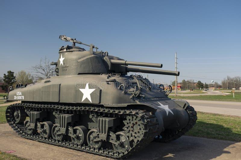 FORTLEONARD TRÄ, MO-APRIL 29, 2018: General Sherman Medium Tank M4A3E8 arkivfoton
