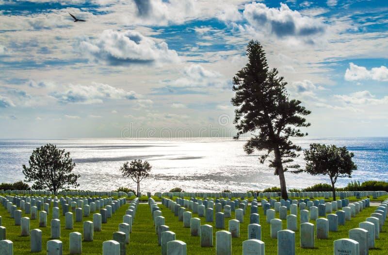 FortRosecrans nationell kyrkogård som förbiser Stilla havet arkivbild