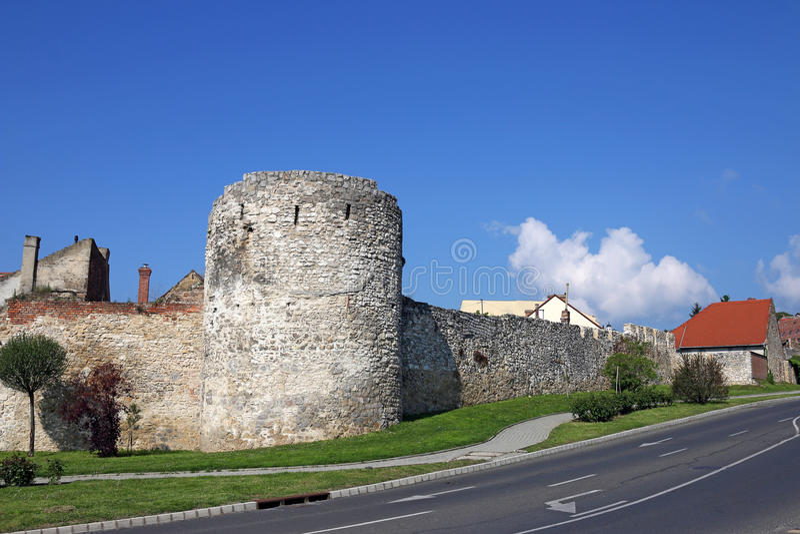 Forttorn och väggar Pecs royaltyfria bilder