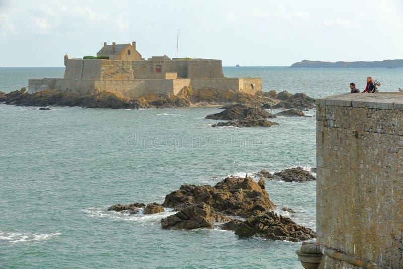 Fortu obywatel przeglądać od ramparts, lokalizować wokoło izolującego miasta zdjęcie stock
