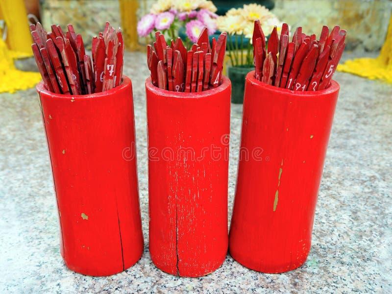 Fortune en bambou rouge chinoise indiquant des bâtons image libre de droits