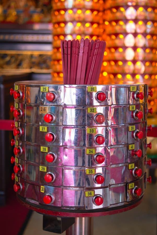 Fortune indiquant des bâtons dans le temple chinois photographie stock libre de droits