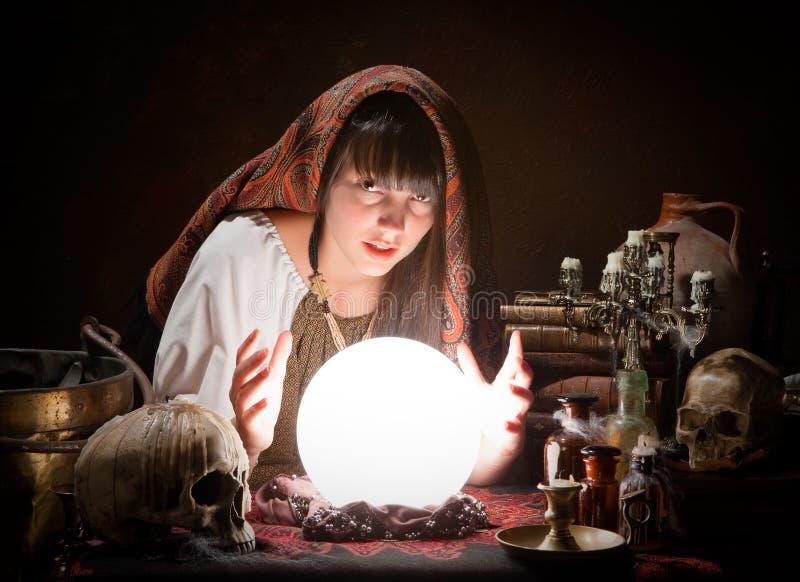 Fortune-teller che predice il futuro fotografie stock libere da diritti