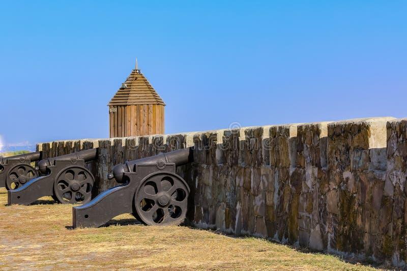Fortyfikacje i działa na ramparts Azov forteca zakładali turczynkami Osmański imperium w 1475 w południe Rosja zdjęcie stock