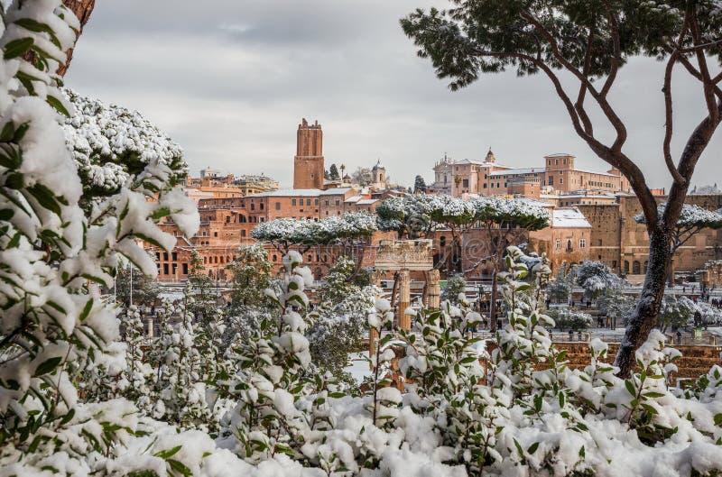 Forum impériaux avec la neige photographie stock