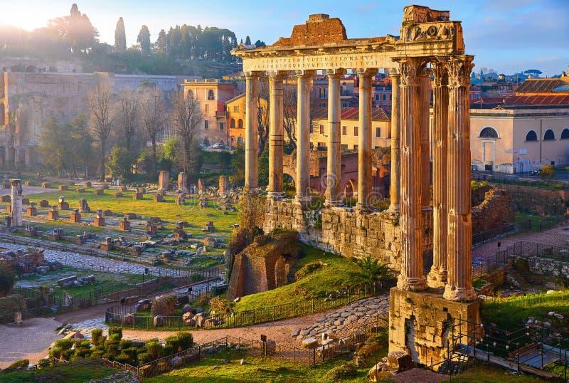 Forum romain à Rome, Italie Vieille ville antique photos stock
