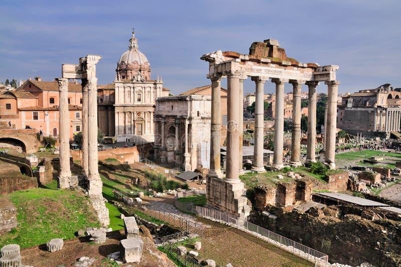 Forum Romanum: Tempel van Saturnus stock foto's