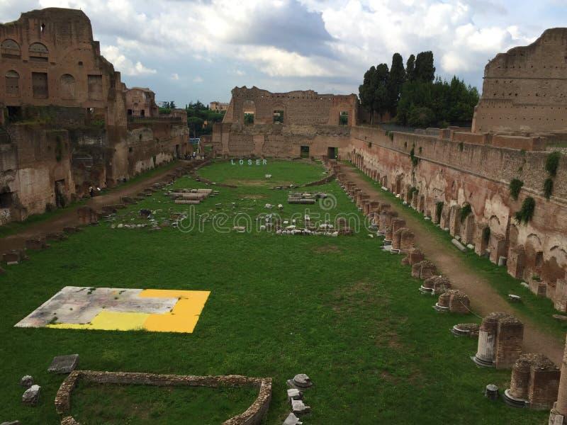 Forum var mitten av dagligt liv i Rome royaltyfria foton