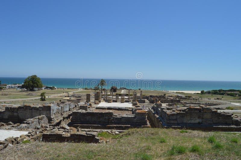 Forumfyrkant i Roman City Baelo Claudia Dating i den 2nd f?r ?rhundrade stranden F. KR. av bolognaen i Tarifa Natur arkitektur, h royaltyfri fotografi