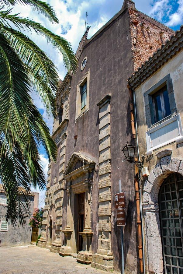 Forza δ ` αγρο, Ιταλία - 6 Αυγούστου 2009: Η μεσαιωνική εκκλησία του SS τριάδα στοκ φωτογραφία με δικαίωμα ελεύθερης χρήσης
