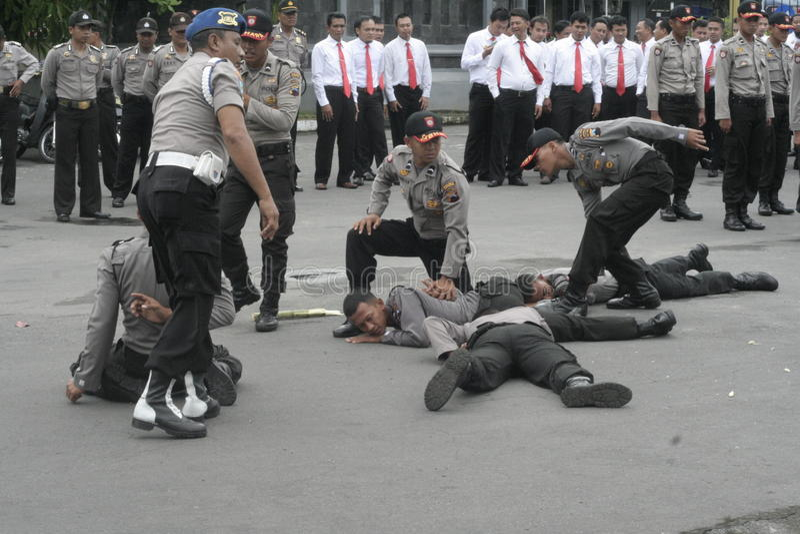 FORZA DI POLIZIA DI SICUREZZA DI PRESTAZIONE DI ELEZIONE fotografia stock libera da diritti