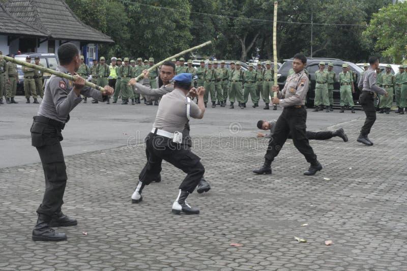 FORZA DI POLIZIA DI SICUREZZA DI PRESTAZIONE DI ELEZIONE fotografie stock libere da diritti