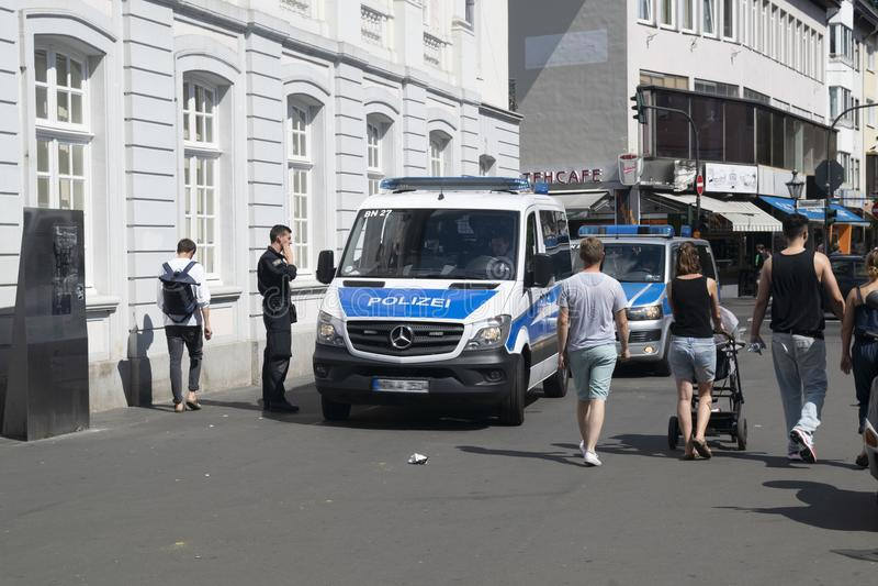 Forza di polizia tedesca sulla pattuglia immagine stock libera da diritti