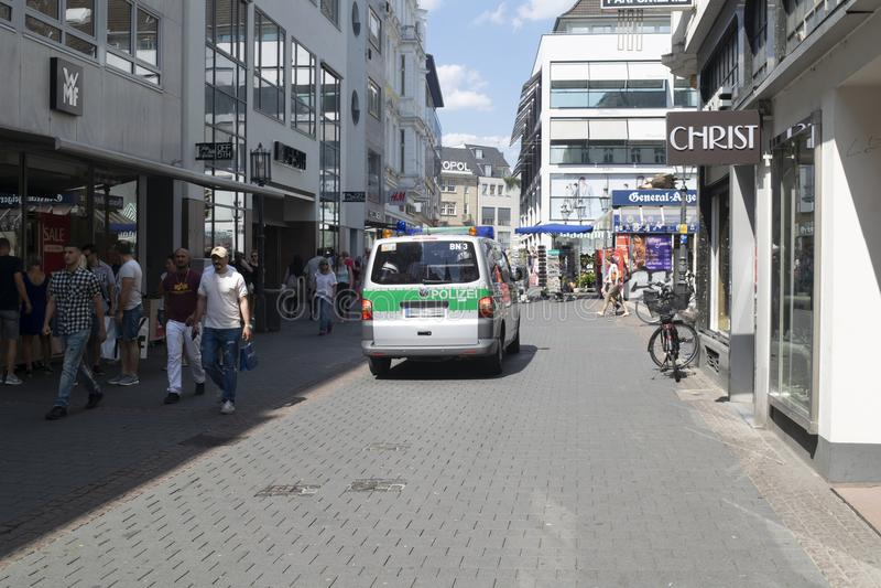 Forza di polizia tedesca sulla pattuglia fotografie stock libere da diritti