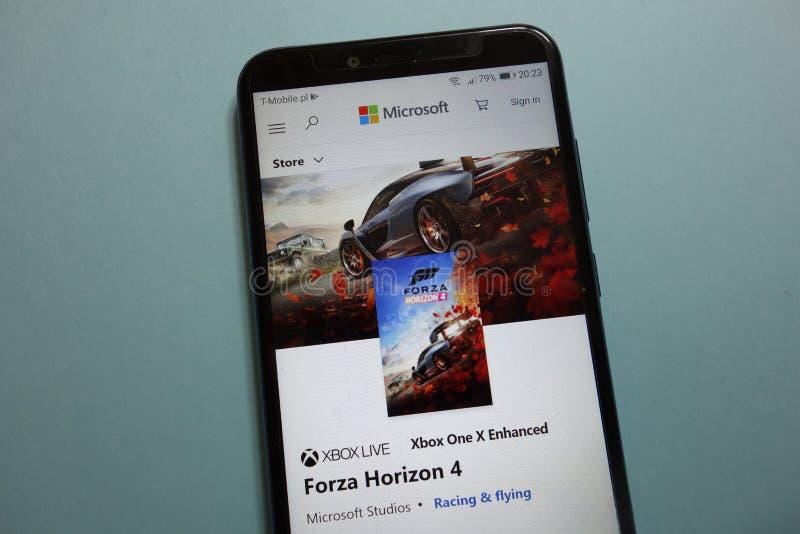 Forza Horizon 4 spel op Microsoft Storewebsite op smartphone wordt getoond die royalty-vrije stock fotografie