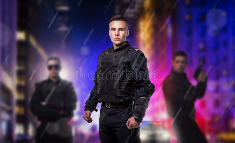 Forza speciale con le pistole, l'uniforme e l'armatura fotografia stock libera da diritti
