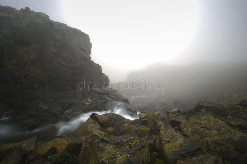 Foschia e montagna fotografia stock