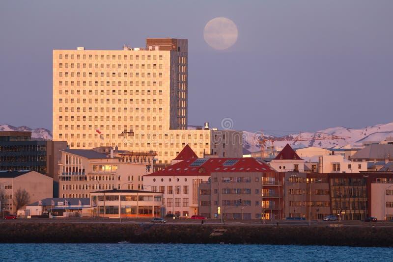 Fosshotel Ρέικιαβικ Ισλανδία στο ηλιοβασίλεμα στοκ φωτογραφία με δικαίωμα ελεύθερης χρήσης