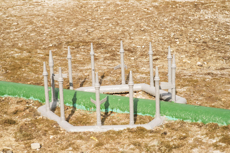 Fossila bränslenbearbetningsanläggning med rörlinjen ventiler arkivbilder